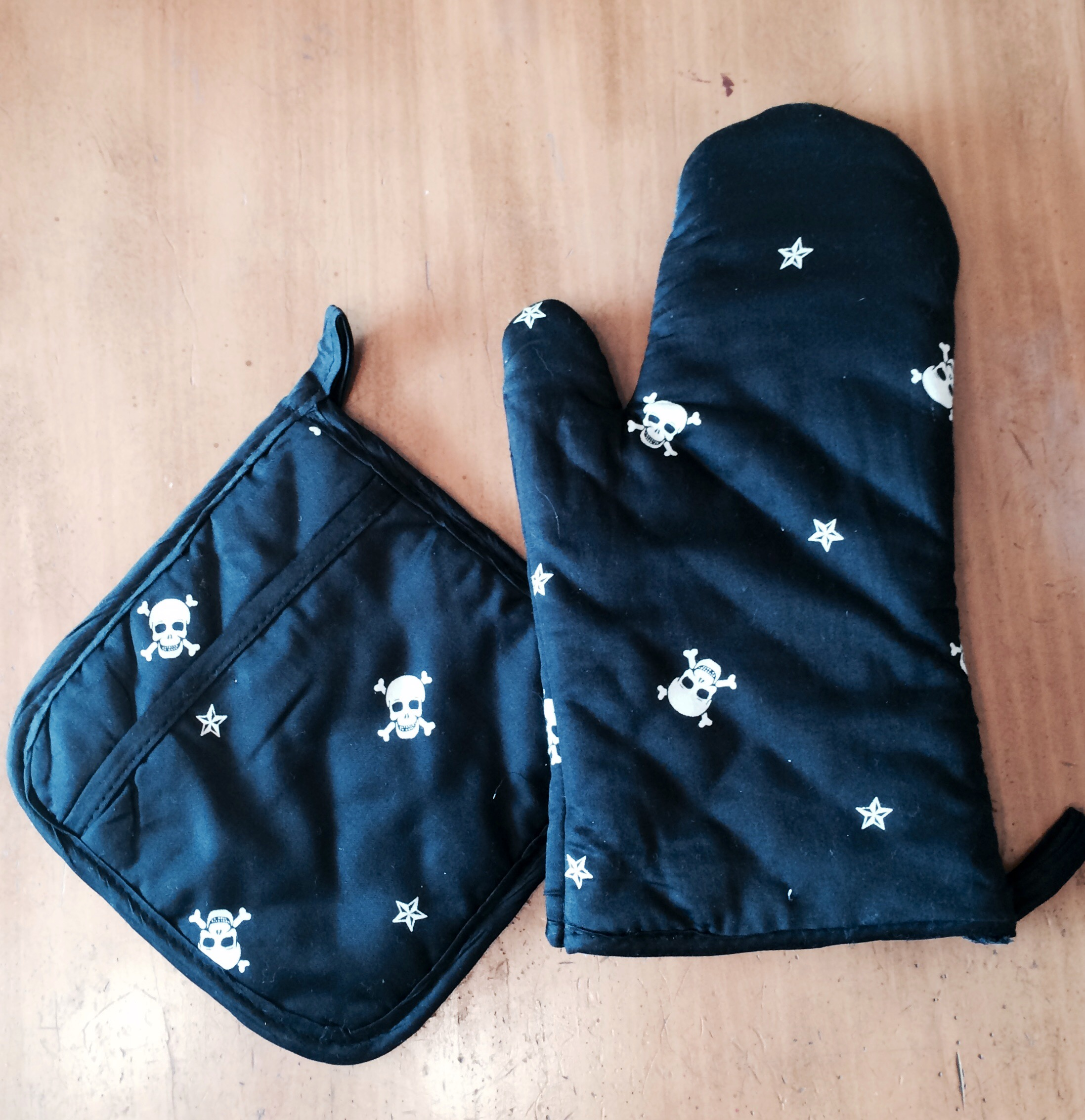 Skull Star Oven Mitt & Pot Holder